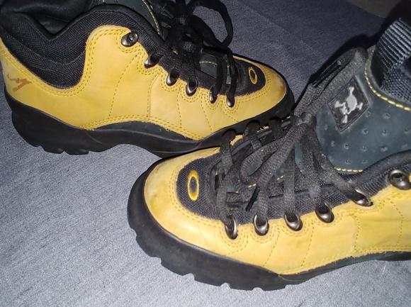 19bafd8e7836 Oakley hiking boots